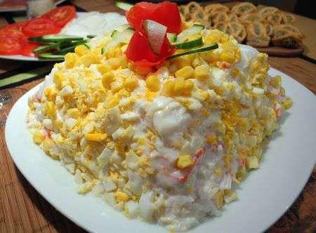 Торт-салат с крабовыми палочками и яйцом
