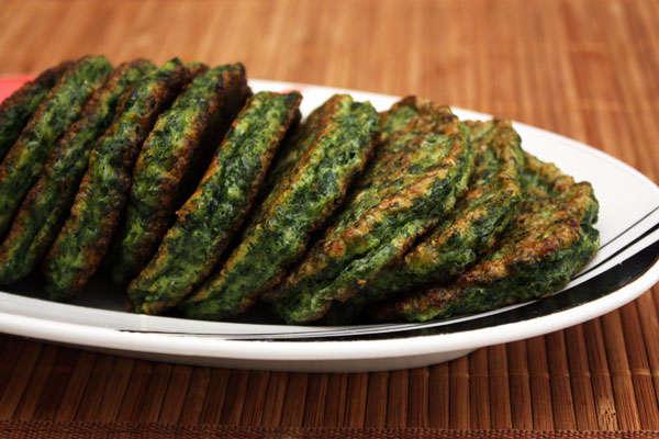 Зеленые оладьи из шпината и брокколи
