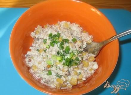 Салат с сардинами и кукурузой