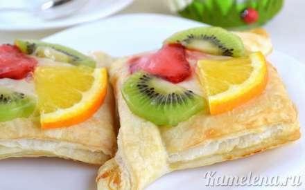 Слойки с кремом и фруктами
