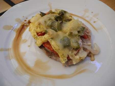 Мясо с луком и овощами под майонезом