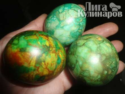 Мраморно-изумрудные яйца к пасхе