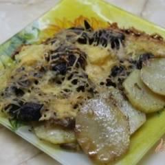 Запеченная куриная печень с картофелем под сырной шубой