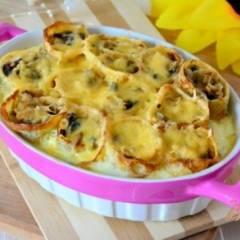 фото рецепта Запеченные блины с жульеном под сливочным соусом