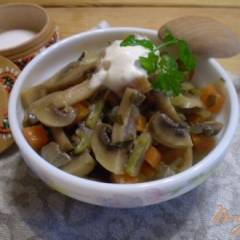 Грибы с овощами в мультиварке