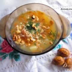 Суп с кроликом, яблоком и грецкими орехами