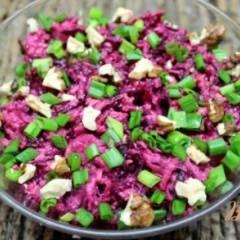 Салат со свеклой, яблоком и черносливом