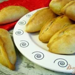 Печеные пирожки с картофелем и колбасой