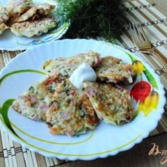 Оладьи из капусты с колбасой и сыром