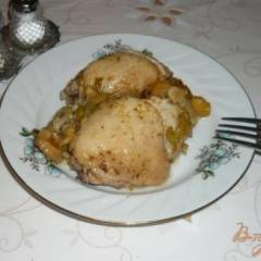 Курица с луком пореем