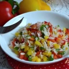 Салат со сладким перцем и рисом