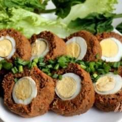 Печеночный рулет с перепелиными яйцами