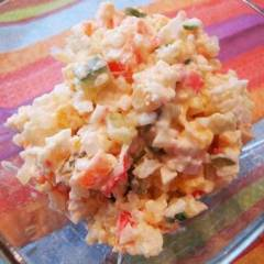 Салат из риса, крабовых палочек и кукурузы