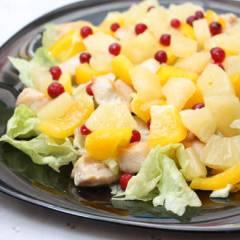 фото рецепта Салат из курицы с ананасами