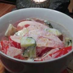 Салат овощной со сметаной и маслом