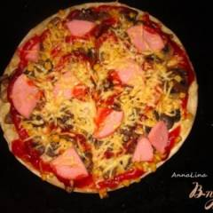Пицца с кукурузой и вареной колбасой