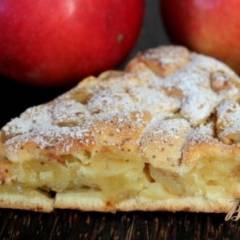 фото рецепта Шарлотка с яблоком и корицей