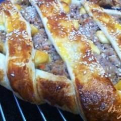 Испанский пирог с мясом и сыром