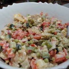 Салат с жареными грибами и овощами