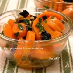Теплый салат из моркови с черносливом