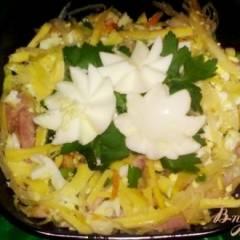 Салат из квашеной капусты с яйцом и грудинкой