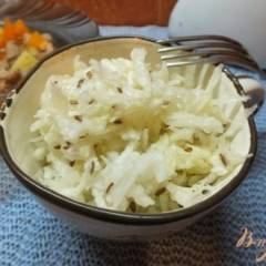 Салат закусочный из репы с льняными семенами и маслом