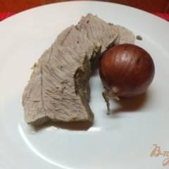 Мясо отварное в крутом луковом бульоне