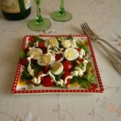 Салат с перепелиными яйцами и помидорками черри