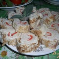 Рулет на основе лаваша с крабовым мясом и сыром