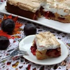 Сливовый пирог с меренгой