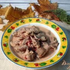 Куриные желудочки в томатно - сметанном соусе