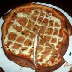 Пицца с жаренным луком