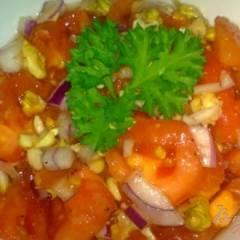 фото рецепта Салат из помидор с орехами