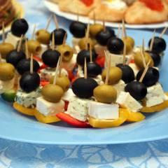 фото рецепта Канапе на шпажках