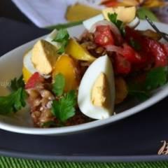 Овощной салат на хрустящих гренках
