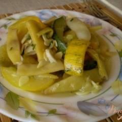Спаржевая фасоль с кабачком и чесноком
