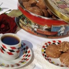 Шоколадное печенье с кукурузной крупой и кунжутом