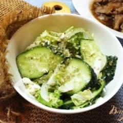 фото рецепта Салат из огурцов и шафраном и домашним творогом
