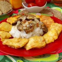 Камбала в постном кляре и гарнир из риса с баклажанами