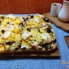 Пицца грибная с печеной курицей и сыром дор-блю