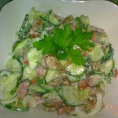 фото рецепта Салат из огурцов  с колбасками