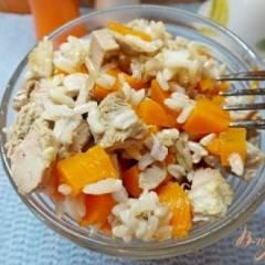 Салат из индюка, неочищеного риса и моркови