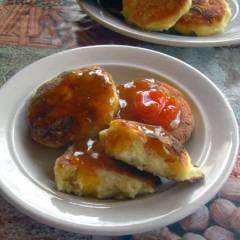 фото рецепта Кукурузные сырники с вяленой грушей