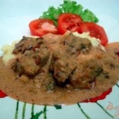 Телятина в томатно-сметанном соусе