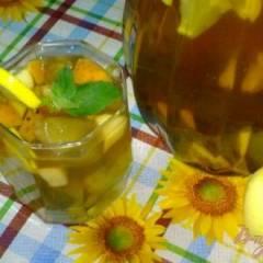 Холодный чай с ромашкой и яблоком