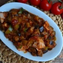 Тушеные овощи с копченой куриной грудкой