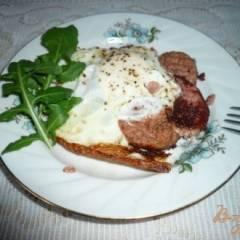 Яичница с ливерной колбасой