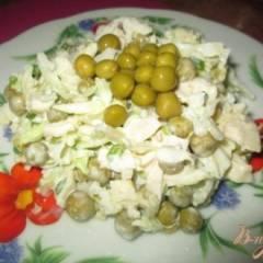 Салат с капустой, яйцом и курицей