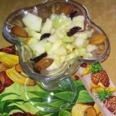 Салат с огурцами и грушей