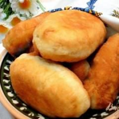 Жареные пирожки на кефире с квашеной капустой